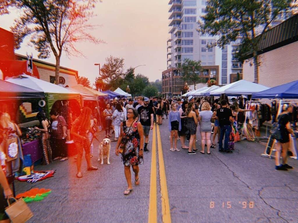 art market in night market